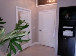 Sara bathroom 048