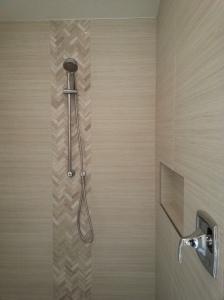 Sara bathroom 013